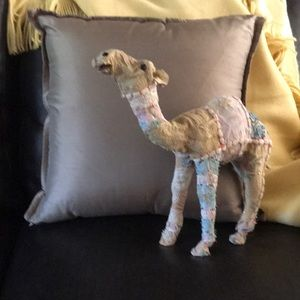 🐪 camel and throw pillow